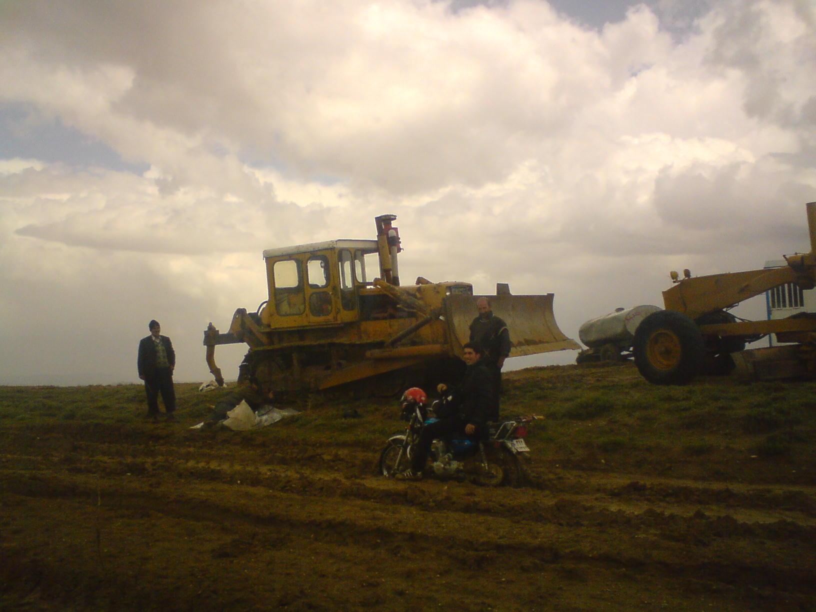 عملیات راهسازی در دوه یاتاقی کورانلو چاراویماق
